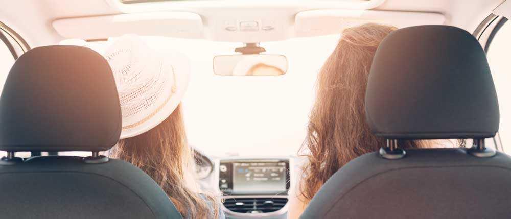 Может ли вести машину человек не вписанный в страховку если хозяин рядом