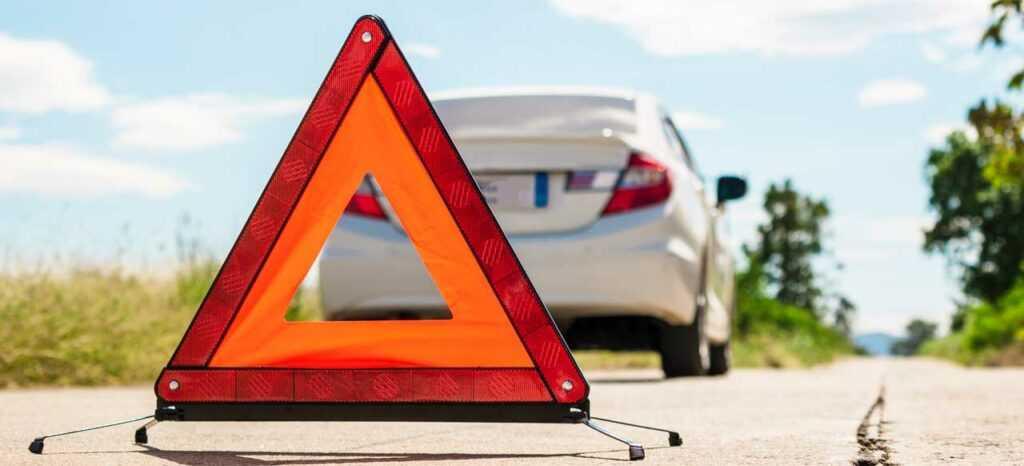 Кто должен уступать дорогу при выезде с остановки: маршрутное ТС или легковой автомобиль