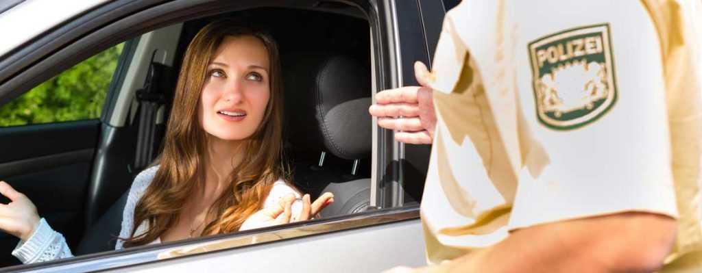 Сотрудник ГИБДД требует у водителя автомобиль: законно ли это