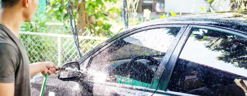 Можно ли мыть машину у дома
