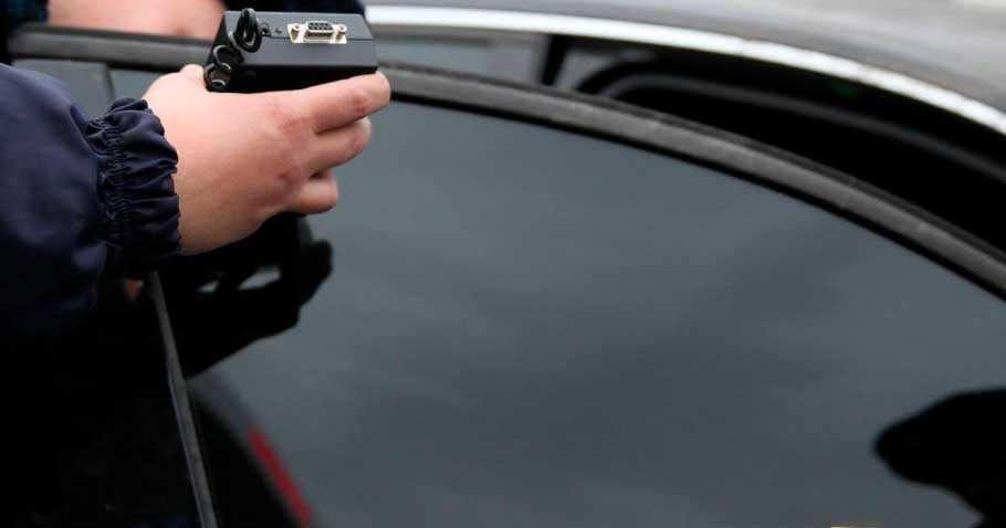 Замер тонировки стекла автомобиля